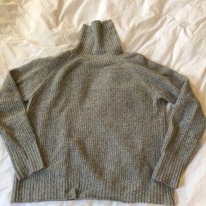 Uniqlo Gray Waffle Turtleneck Sweater Large